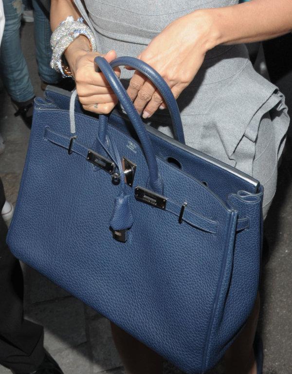 ...класс сумок, обладание которыми равноценно достижению определенного...