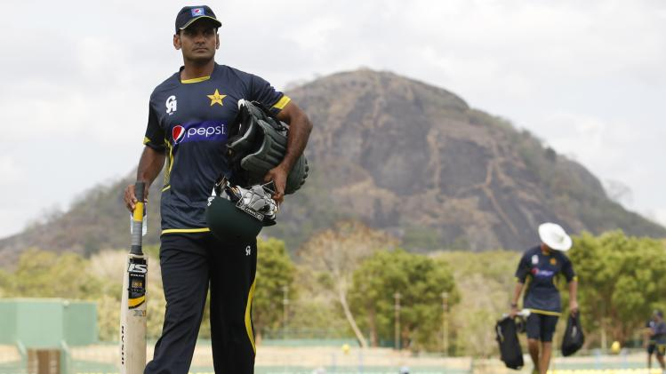 Pakistan's Hafeez arrives at a practice session ahead of their final ODI cricket match against Sri Lanka in Dambulla