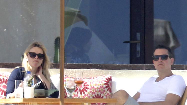 Semi-Exclusive... Reese Witherspoon Enjoys Romantic Birthday Dinner with Hubby in Mexico