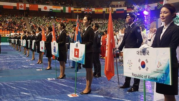 Korea's home team outplayed Sri Lanka in the Group C preliminaries as the team competition of the 12th World University Badminton Championship