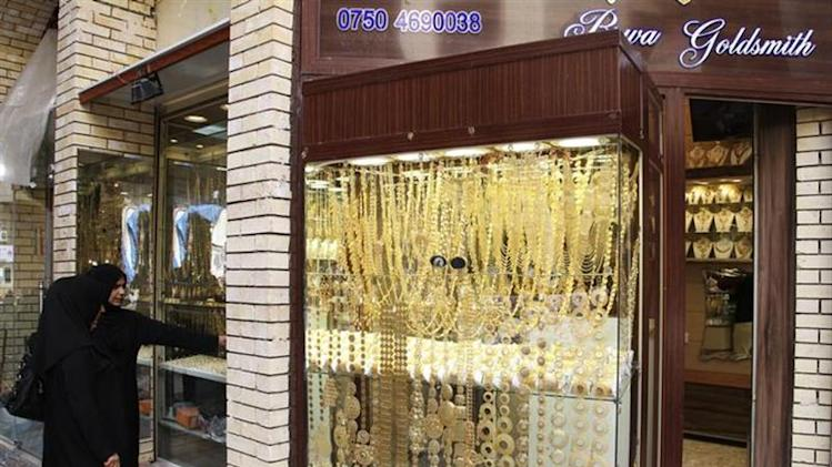 Women look at gold jewellery at a shop in a gold market in Arbil, in Iraq's Kurdistan region, March 16, 2014. REUTERS/Azad Lashkari