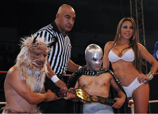 Campeonato-Internacional-de-la-WWA-Lobito-vs-Mascarita-Plateada-01-jpg