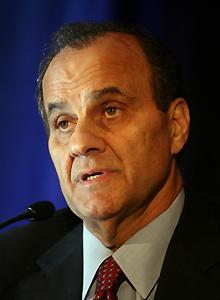 Torre brings credibility to Dodger ownership bid