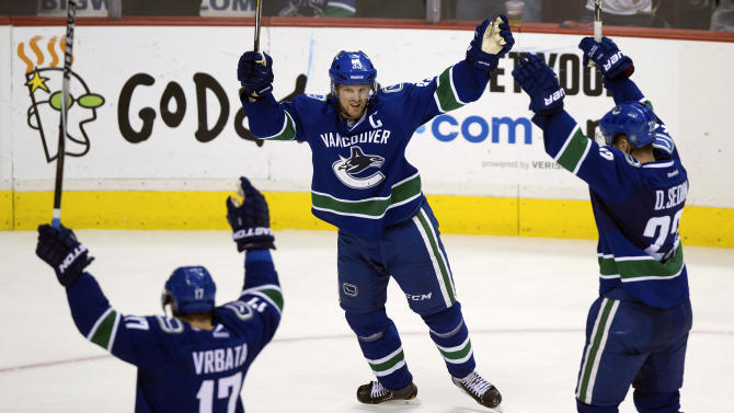 Miller has 29 saves in Canucks' win over Red Wings