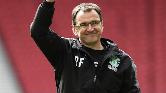 Scottish Football - Hibs keep pressure on Celtic