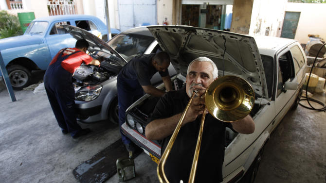Cuban athletes and artists get in on capitalism