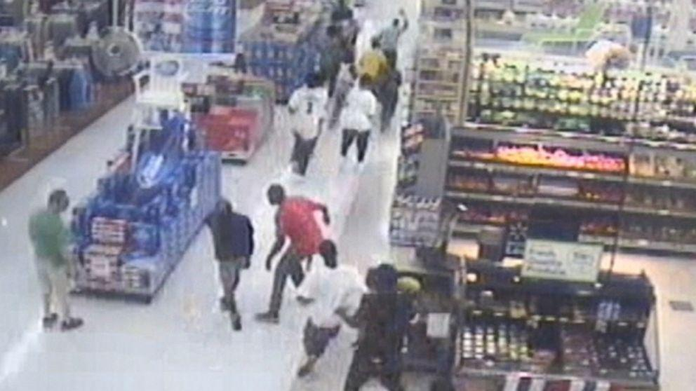 Georgia Teens Ransack a Walmart Caught on Video