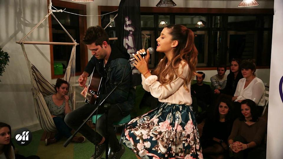 Off News / Ariana Grande Her Crazy Day In Paris