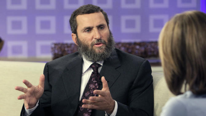"""FILE - In this Sept. 29, 2009 file photo, Rabbi Shmuley Boteach is interviewed by NBC """"Today"""" television program co-host Meredith Vieira in New York. Boteach will face Rep. Bill Pascrell in New Jersey's 9th Congressional District as one of the hundreds of sacrificial lambs that will hit the campaign trail against heavily favored incumbents. (AP Photo/Richard Drew, File)"""