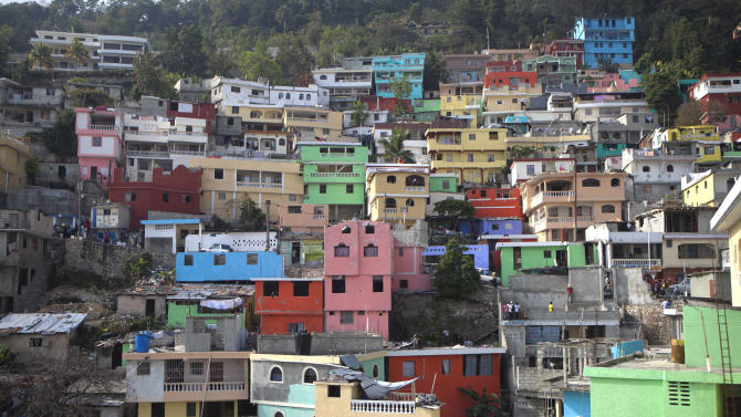 Haiti splashes slum with psychedelic colors