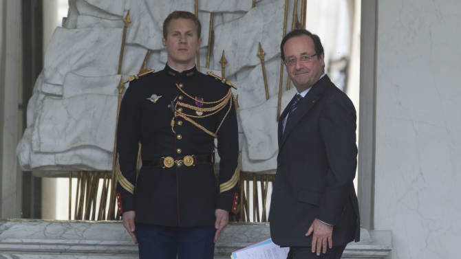 French President Francois Hollande, walks in the hall of the Elysee Palace after the weekly cabinet meeting in Paris, Wednesday, May 15, 2013.   The French national statistics agency, Insee, said Wednesday that gross domestic product fell 0.2 per cent in the first quarter of the year, effectively moving France back into recession, and with eurozone's second-largest economy, the French economy is likely to exacerbate problems throughout the euro region. (AP Photo / Michel Euler)