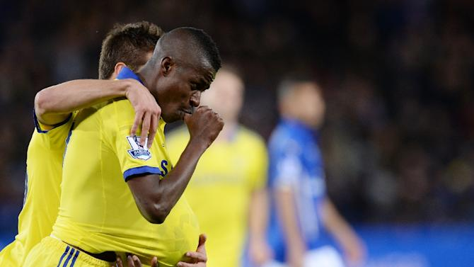 Chelsea's Brazilian midfielder Ramires (C) celebrates after scoring a goal during a match against Leicester City at King Power Stadium in Leicester, England on April 29, 2015