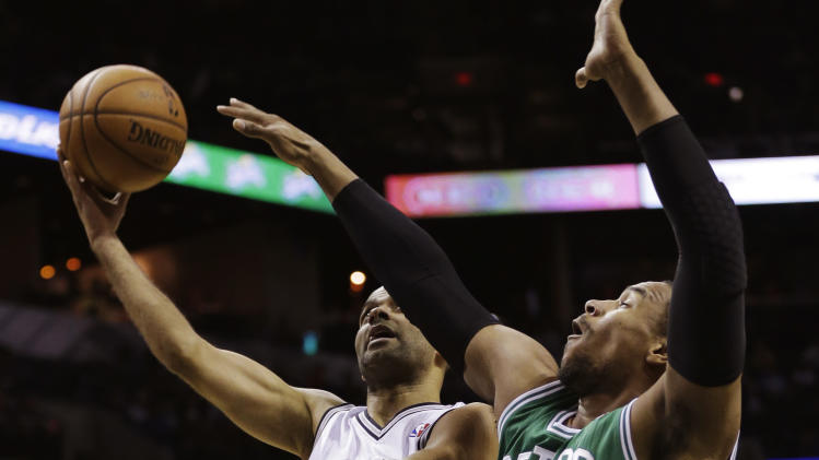 Parker leads Spurs past Celtics, win 8th straight