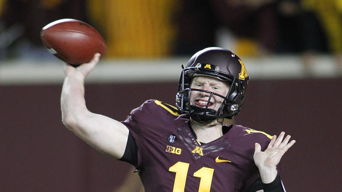 Minnesota quarterback Max Shortell throws against Syracuse in the first half of an NCAA college football game in Minneapolis, Saturday, Sept. 22, 2012. (AP Photo/Andy King)