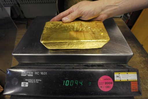 <p>A 10kg gold bar at Austrian bullion firm Oegussa. A small French start-up company is selling a technology with a hint of alchemy: turning water into gold.</p>