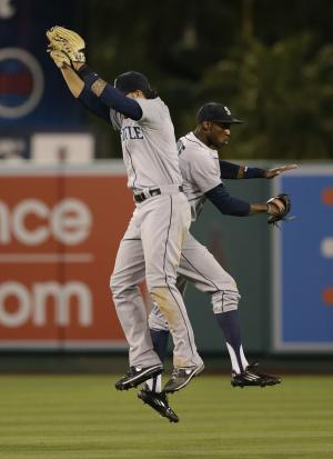 Mariners score 2 runs in 12th, beat Angels 3-2