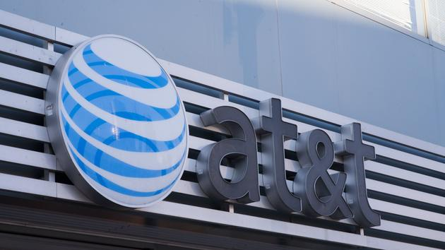 AT&T fights T-Mobile with $200 credit for switching