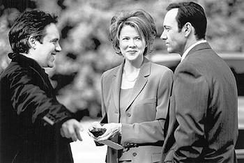 Director Sam Mendes, Annette Bening and Kevin Spacey on the set of American Beauty