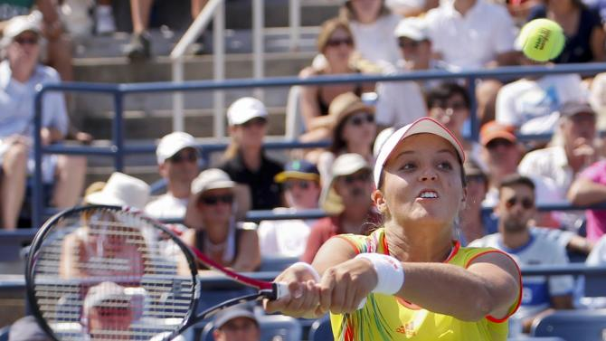 Britain's Laura Robson returns a shot to China's Li Na in the third round of play at the 2012 US Open tennis tournament,  Friday, Aug. 31, 2012, in New York. Robson won the match. (AP Photo/Paul Bereswill)