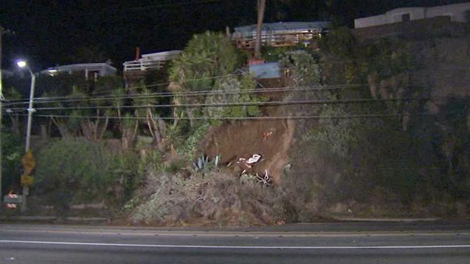 Landslide blocks all northbound lanes of PCH in Pacific Palisades at Temescal Canyon