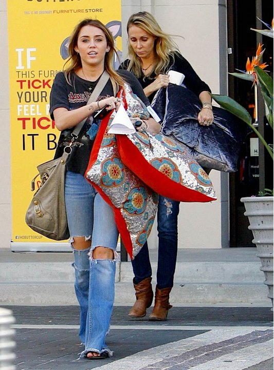 Miley Tish Cyrus Shopping
