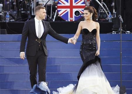 Singers Gary Barlow and Cheryl Cole perform during the Diamond Jubilee concert in front of Buckingham Palace in London
