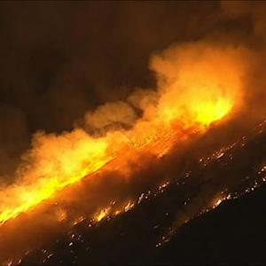 Raw: Huge Wildfires Burning East of Los Angeles