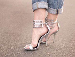 Two Rolls for Boyfriend Jeans With Heels