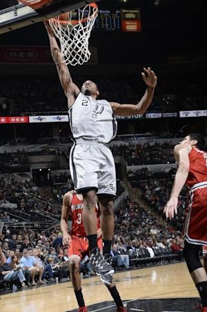 Spurs' Leonard out 3-4 weeks with broken hand
