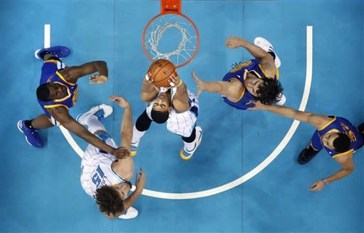 Curry leads Warriors past Hornets, 93-72