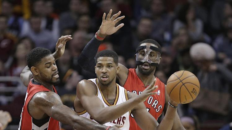 DeRozan scores 33 in Raptors' 99-93 win over Cavs