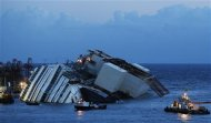 The capsized cruise liner Costa Concordia lies on its side next to Giglio Island September 16, 2013. REUTERS/Tony Gentile