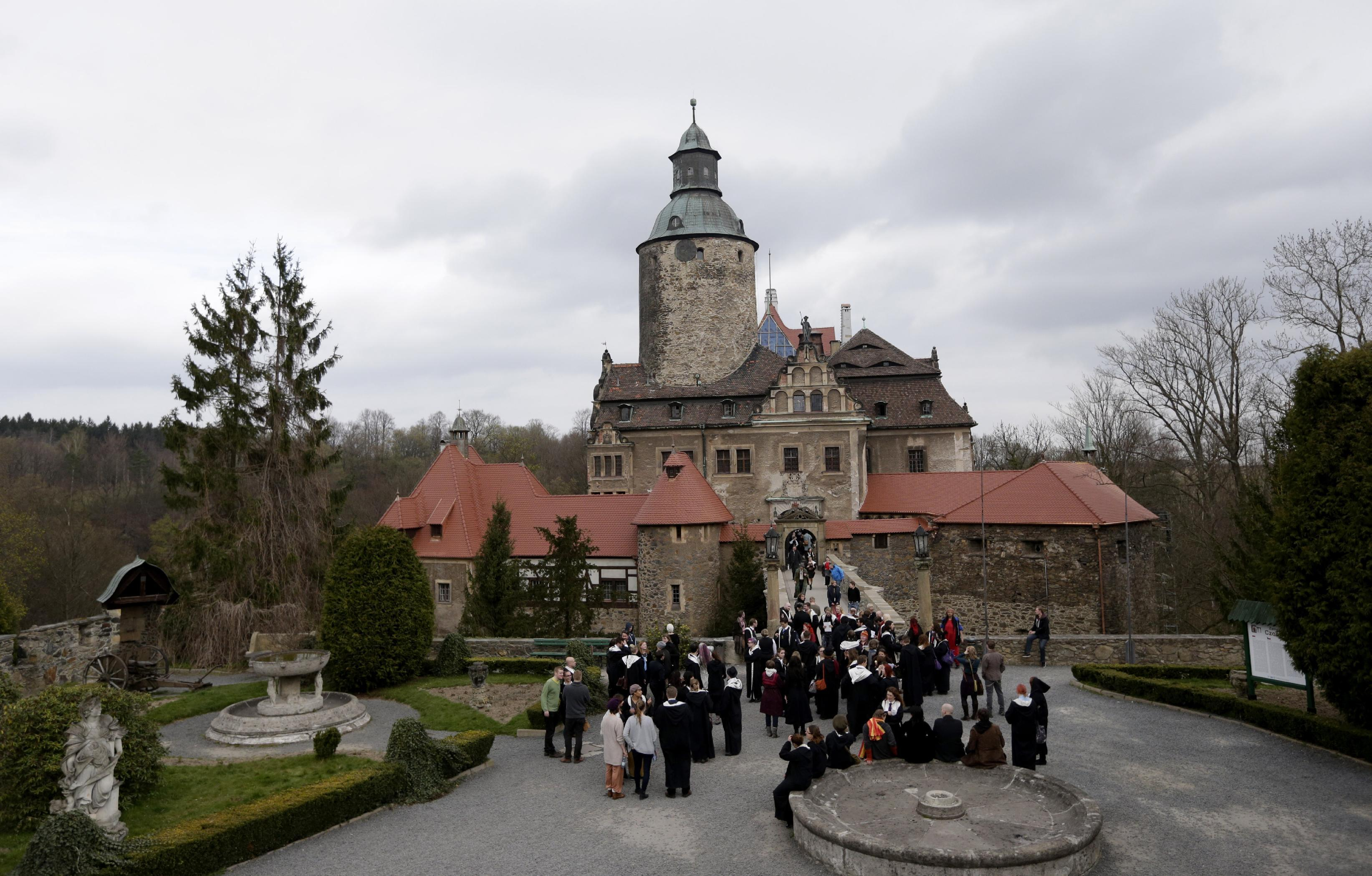 Wizardry fans play Harry Potter-like game at Polish castle