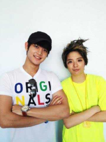 SHINee's Minho Comes to See Amber and f(x) Make Their Comeback