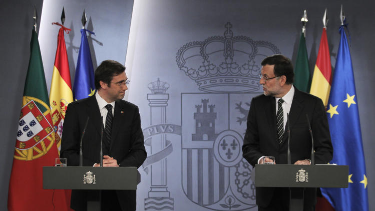 Spain's Prime Minister Mariano Rajoy, right, and Portugal's Prime Minister Pedro Passos Coelho, left, gesture during a press conference at the Moncloa Palace, in Madrid, Monday, May 13, 2013. (AP Photo/Andres Kudacki)