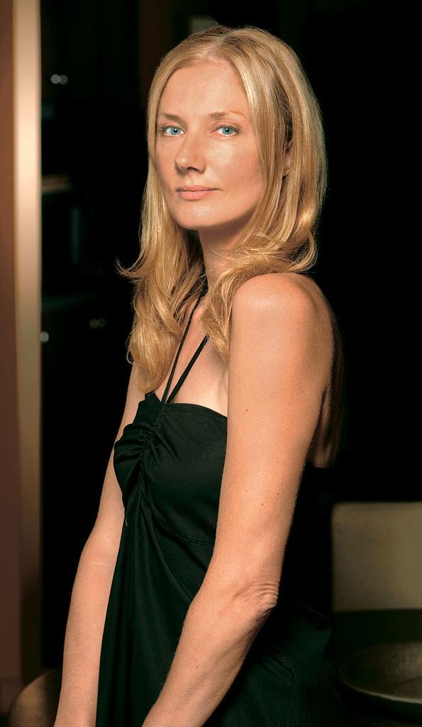 Joely Richardson stars as Julia McNamara in Nip/Tuck on FX.