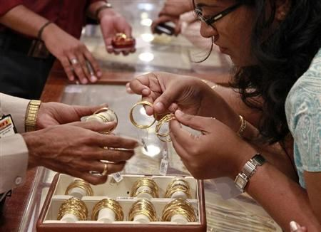 Indian gold premiums ease as supplies rise