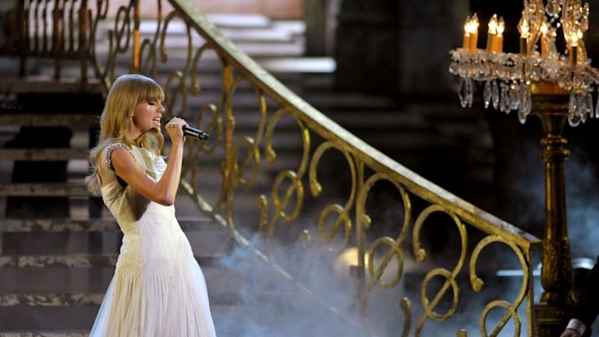 """Taylor Swift performs """"I Knew Your Were Trouble"""" at the 40th Annual American Music Awards on Sunday, Nov. 18, 2012, in Los Angeles. (Photo by John Shearer/Invision/AP)"""