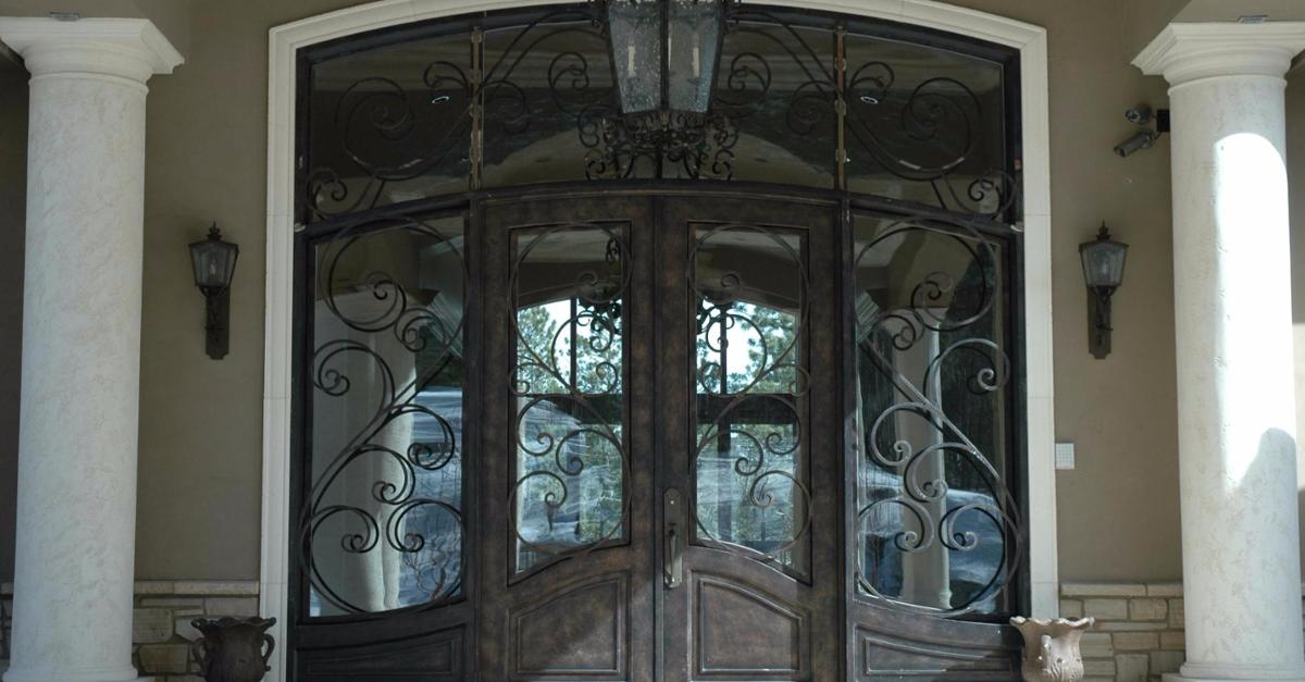 20 Jaw Dropping Front Doors