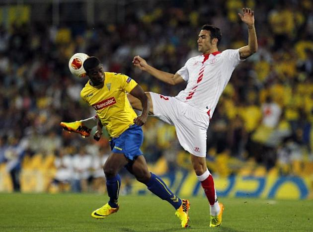 Sevilla's Vicente Iborra, right, vies for the ball with Estoril's Seba, from Brazil, during their Europa League group H soccer match at the Antnio Coimbra da Mota stadium in Estoril, near Lisbon, Thur