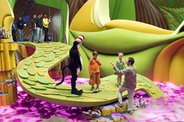 Mike Myers , Spencer Breslin , Dakota Fanning and director Bo Welch on the set of Universal's Dr. Seuss' The Cat In The Hat