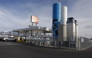A Blu LNG filling station in Salt Lake City, Utah, March 13, 2013. ENN Group Co Ltd, one of China&#39;s largest private companies, is quietly rolling out plans to establish a network of natural gas fueling stations for trucks along U.S. Highways. ENN-LNG/USA REUTERS/Jim Urquhart