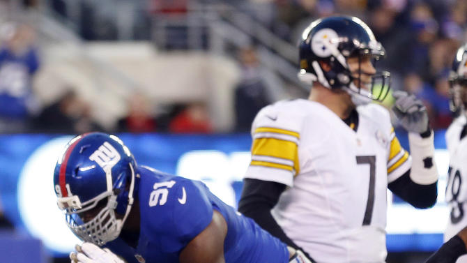 New York Giants defensive end Justin Tuck (91) celebrates after sacking Pittsburgh Steelers quarterback Ben Roethlisberger (7) during the first half of an NFL football game, Sunday, Nov. 4, 2012, in East Rutherford, N.J. (AP Photo/Julio Cortez)