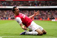 Robin van Persie announces he will not sign a new contract with the Gunners
