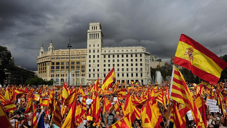 People opposed to the independence of Catalonia hold Catalan and Spanish flags during the holiday known as Dia de la Hispanidad, Spain's National Day in Barcelona, Spain, Friday, Oct. 12, 2012. (AP Photo/Manu Fernandez)
