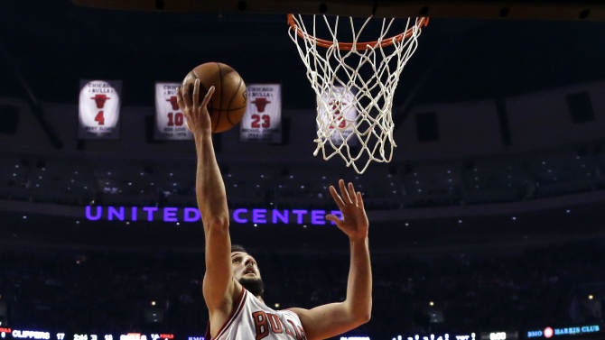 Chicago Bulls guard Marco Belinelli (8) scores past Los Angeles Clippers' Willie Green (34) and DeAndre Jordan during the first half of an NBA basketball game, Tuesday, Dec. 11, 2012, in Chicago. (AP Photo/Charles Rex Arbogast)