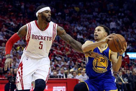 Stephen Curry takes hard fall to floor, leaves Warriors-Rockets Game 3