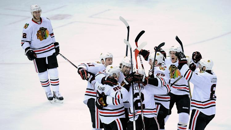 Patrick Kane gets his bounce as Wild's luck runs out in Game 6