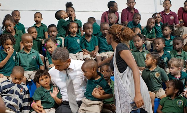 Kissing kids photobomb Obama