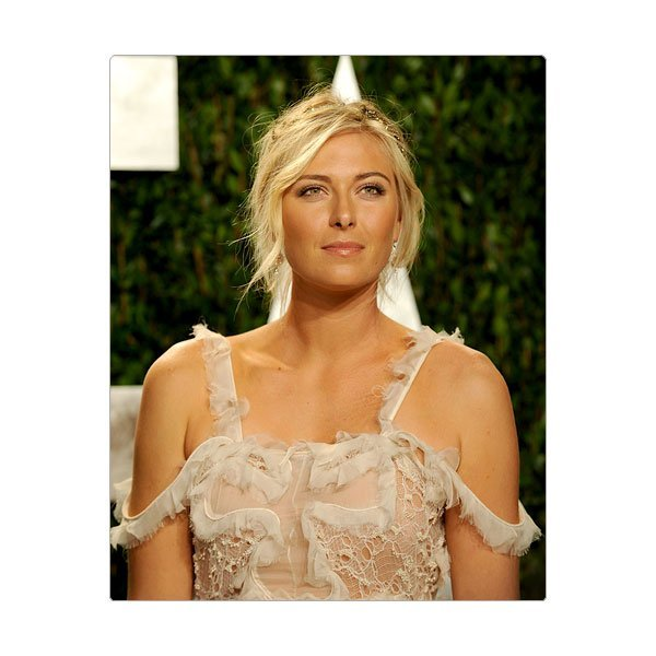 Maria Sharapova est certainement parmi les athltes fminines les plus riches de la plante et sera la premire femme  porter le drapeau russe lors de la crmonie douverture des Jeux de Londres. Ce